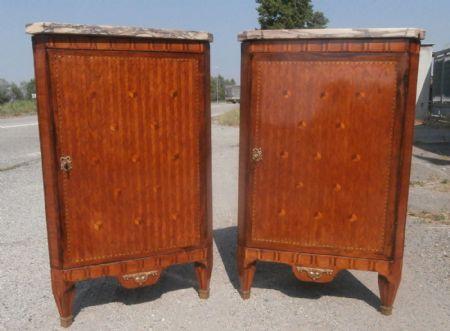 Coppia di antiche angoliere parigine antiquariato su - Stima mobili antichi ...