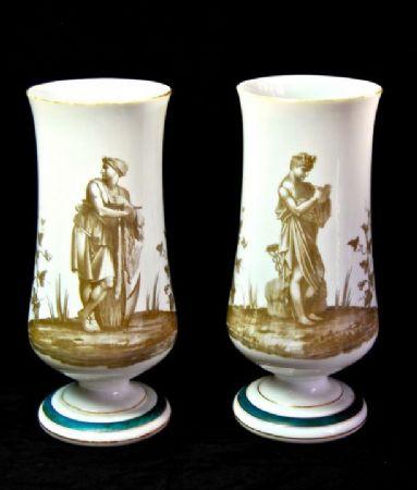 Coppia di vasi in opalina bianca, primi del 900.