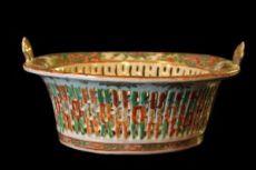 Centrotavola in porcellana. Cina, Canton, inizio del XIX secolo.