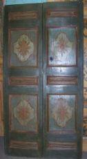 Marcas pintado puerta con dos puertas