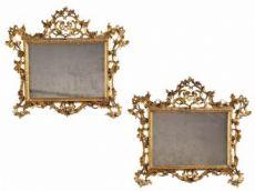 Paire de miroirs en bois doré et sculpté