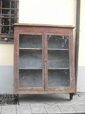 Penderie en pin avec deux portes et étagères