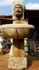 fontana a colonna in pietra