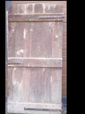 1 porta com dobradiça