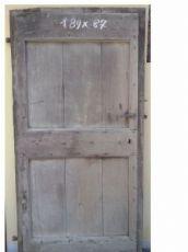 1 puerta con bisagras