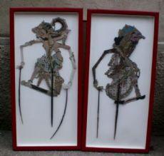 due figure per ombre cinesi in cuoio , legno e  carta dipinti;