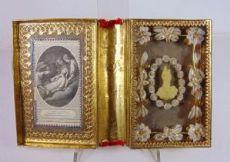 Reliquiario francese, formato libro con ricami. Fine '800