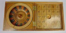 """Scatola in legno dipinta contenente Roulette e """"Gioco del quindici"""" , primi del '900"""