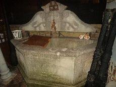 vasca in pietra da parete