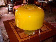 Lampada in vetro giallo