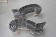 Coppia di volute in marmo nero del Belgio
