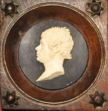 Altorilievo in avorio raffigurante profilo maschile