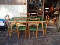 Tavolo rettangolare con vetro di colore verde + 6 sedie. Italia, anni 50