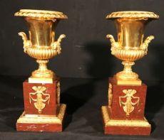 Coppia di vasi Impero Francese in marmo rosso e bronzo dorato