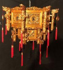 """lustre chinois en bois doré de 900 '"""""""