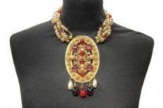Bijoux Borbonese in metallo dorato, perle e pietre rosse e viola anni '80