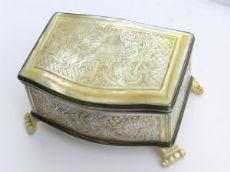 Scrigno Luigi XIV in argento e madreperla
