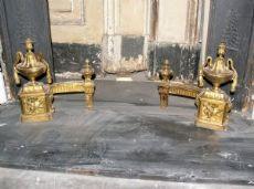 al126  coppia di alari Luigi XVI bronzo dorato, mis. cm 30 x 30