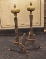 al140  coppia di alari in ferro e ottone, mis. h cm 61 x 41 prof.