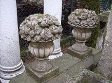 Coppia di vasi in pietra di vicenza