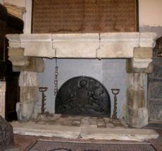 chp211 camino in pietra gotico, misura alt. m 2 x larg. m 3,25