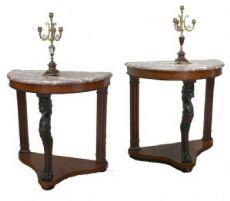 Coppia di consolle in legno con piano in marmo. Epoca 1800.
