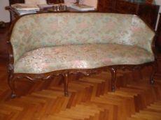divano a 'pozzetto' veneziano del settecento