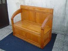 sentado en oliva, un sofá y dos sillones, Arquitecto Giovnni.Sello 1930 ca