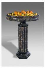 Planteur dans la colonne céramique décorée