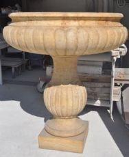 Fontana baccellata in Travertino Giallo persiano