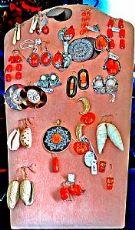 Orecchini in avorio antico, orecchini in argento e orecchini in ambra