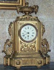 """在锑仿古时钟。期间1900年年初。"""""""