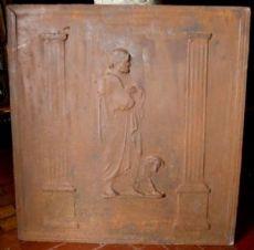 p119  piastra in ghisa con filosofo con cane  mes. cm 64 x 67