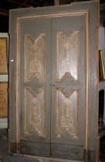 ptl399 una porta epoca '600 laccata, con cornice sagomata, mis. max. cm 146 x 240 cm
