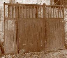 ptn187 Holztor Pferdeställe, mis.294 cm xh 224
