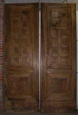 porta ptn202 em nogueira 900, mis. h 312 centímetros x 206 cm de largura.