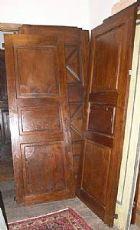 pts510 zwei Türen in Nussbaum Ende 700, mis. 71,5 cm x H 194,5 hinter glatten Teil restauriert, Piemont