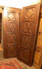 pts511 Paar Nussbaum Türen 600, mit einer Diamant-Spitze Piemont geschnitzt, mis restauriert. 67 x 196 cm x 3 cm dick
