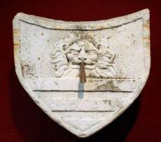 """manteau de pierre ancienne des bras nobles. Epoca 1500."""""""