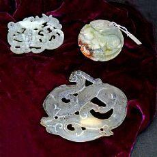 Tre pendenti in giada imperiale, non montati