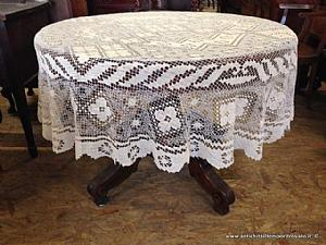Ancient round tablecloth filet