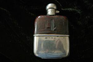 porta whisky in argento e pelle