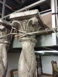 grandi collone in pietra
