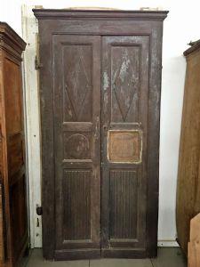 """It brings two entrance doors"""""""