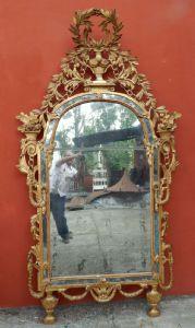 specchiera in legno scolpito e dorato del 1700 Piemonte