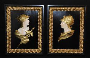 Coppia di placche raffiguranti divinità