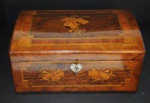 Cofanetto in legno intarsiato
