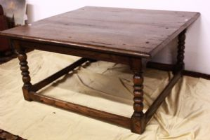 Tavolino basso in legno con gambe lavorate a torciglioni, metà '900