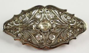 Platinum platinum brooch fully covered with brilliant cut diamonds, 30s""