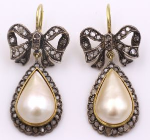 Orecchini in oro e argento con diamanti taglio rosetta e perle Mabe